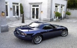 Автомобиль Mazda MX-5 Roadster Coupe
