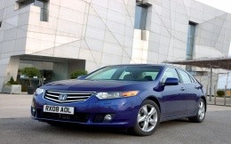 Автомобиль Honda Accord синего цвета